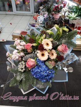 Зимний букет из разнообразных цветов