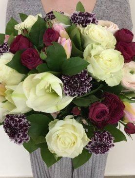 Букет роз и тюльпанов