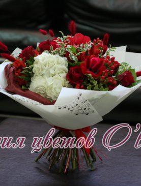 Букет из роз, гортензий и анемон