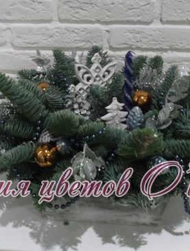 Зимняя композиция в декоративном ящике