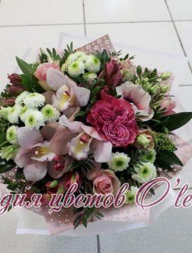 Букет с орхидей и пионовидной розой