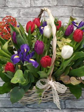 Корзина с тюльпанами для любимых на 14 февраля