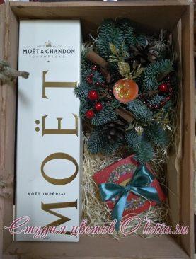 Новогодний подарок в деревянном ящике