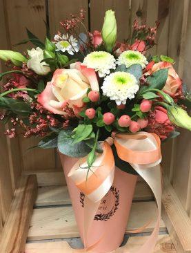 Конусная коробочка с цветами