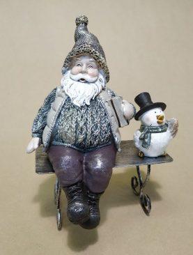 Дед мороз со пингвином на лавочке