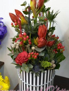 Мужская композиция в коробке из амариллисов, розы, эрингиума