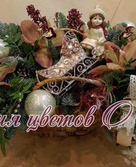 Новогодняя композиция с нобилисом, орхидеями