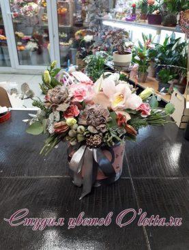 Коробка с модной гвоздикой Блег молли и орхидеей