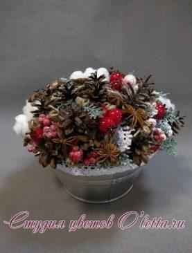 Новогодняя композиция из хлопка, шишек и бадьяна, 24 см