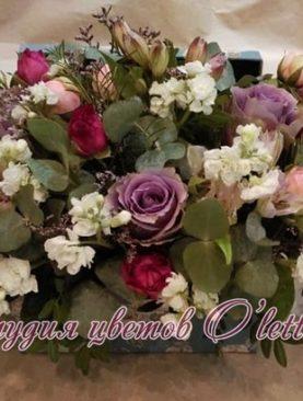 Стильный ящичек с припыленной фиолетовой розой